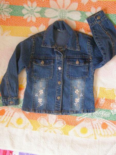 Джинсовая курточка на 4-6 лет.