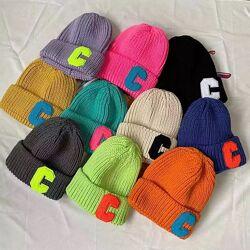 Самые модные шапки бини в ярких цветах
