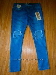 Новые джинсы с дырками  на коленах, распродажа