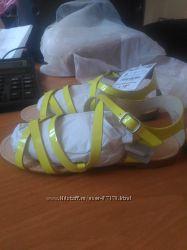 Продаю новые сандалии zara