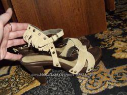 Стильные кожаные босоножки Tamaris